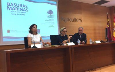 La ASOCIACIÓN AMBIENTE EUROPEO presenta sobre basuras marinas tras la firma de un convenio entre la CARM y las Cofradías de Murcia.